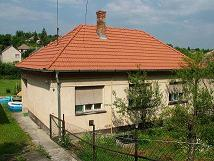 Hungarian L-shaped house with new roof 910, detail information